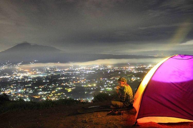 Bukit Alesano di Kabupaten Bogor yang bisa menawarkan sensasi menikmati indahnya gemerlap kota Bogor dari ketinggian.