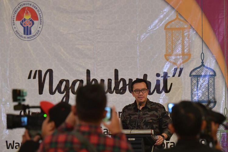 Menpora Imam Nahrawi membuka acara Ngabuburit (Ngumpul, Buka Bareng dan Cerita) Media Gathering bareng wartawan yang diselenggarakan Humas Kementerian Pemuda dan Olahraga (Kemenpora) di Ballroom Hotel Royal, Bogor, Jawa Barat, pada Selasa (21/5/2019).