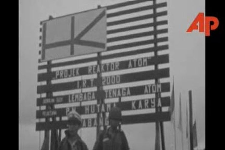 Pada 16 Januari 1965, Sukarno meresmikan Pusat Penelitian Nuklir dengan menggunakan reaktor IRI-2000 dari Uni Soviet di Serpong, Tangerang.