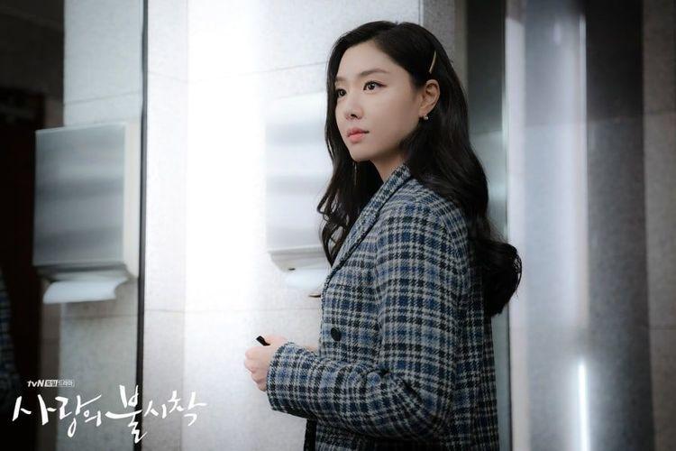 Artis peran Seo Ji Hye. Pemeran Deo San dalam drama Crash Landing On You