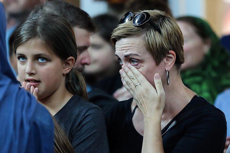 Warga lintas agama menunjukkan rasa dukanya saat berkumpul di Masjid Preston di Melbourne, Australia, sebagai bentuk solidaritas bagi korban penembakan masjid di Christchurch, Selandia Baru, Minggu (17/3/2019). Seluruh dunia berduka dan mengirimkan simpati atas aksi teror penembakan brutal di dua masjid di Kota Christchurch yang terjadi Jumat (15/3/2019) lalu, yang menewaskan sedikitnya 49 orang dan puluhan luka-luka.