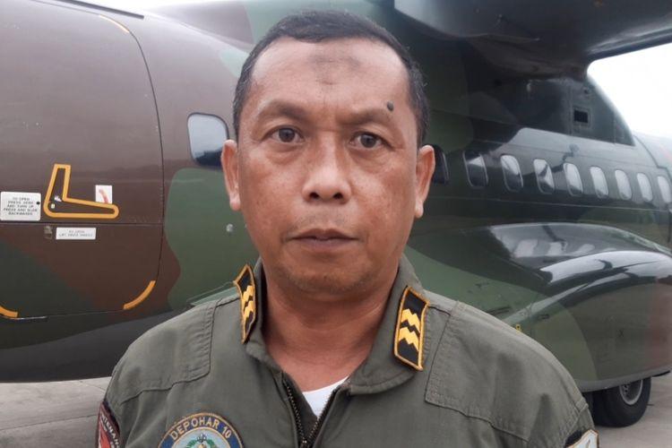 Anggota Sathar 14 Depohar 10 Bandung, Peltu Doddy Fabrian Susilo di Lanud Halim Perdanakusuma, Kamis (9/1/2020).