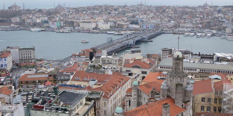 Pemandangan Istanbul dari atas Menara Galata.