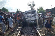 Detik-detik Guru Selamatkan Diri dari Hantaman Kereta Saat Mobilnya Mogok di Rel