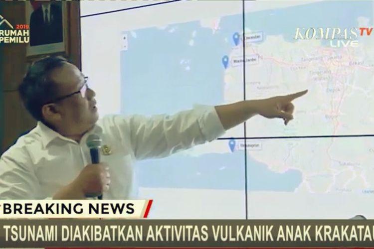Kepala Pusat Gempabumi dan Tsunami BMKG Rahmat Triyono saat menyampaikan konferensi pers pada Minggu (23/12/2018). BMKG menyatakan bahwa yang terjadi di pesisir Serang Banten dan juga di Lampung adalah tsunami.