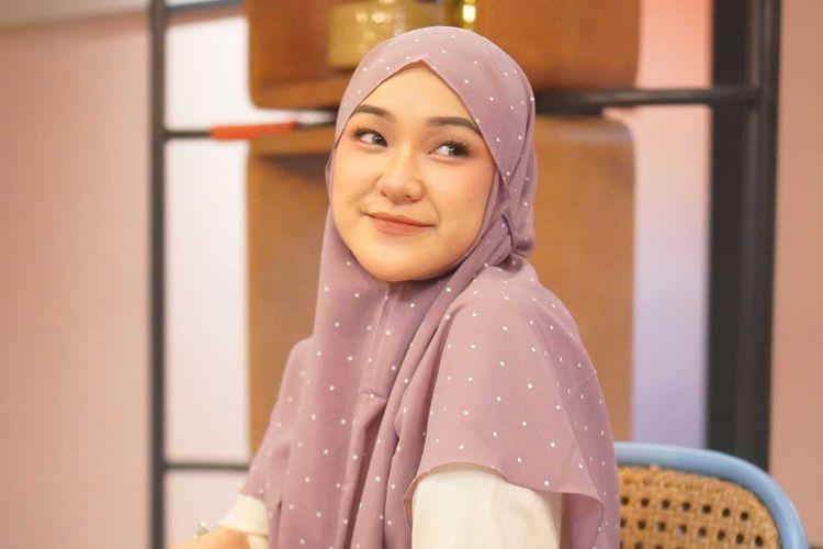 Bergo maryam polka. Hijab bergo adalah salah satu gaya hijab yang populer selama masa pandemi, diprediksi masih jadi tren selama Ramadhan dan Idul Fitri 2021.