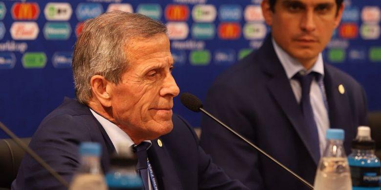 Pelatih timnas Uruguay, Oscar Tabarez, pada saat konferensi pers setelah laga melawan Perancis, Jumat (6/7/2018).