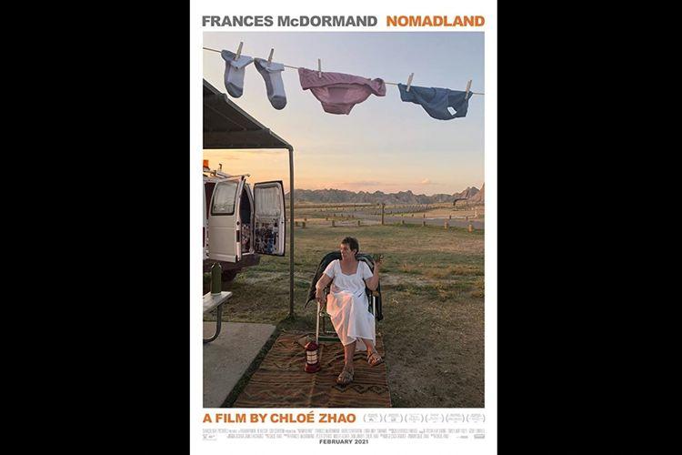 Frances McDormand dalam Nomadland (2020).