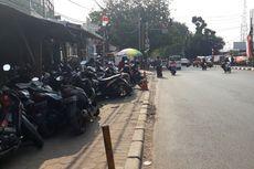Dikeluhkan, Trotoar di Depan Stasiun Bekasi Dijadikan Parkiran Motor