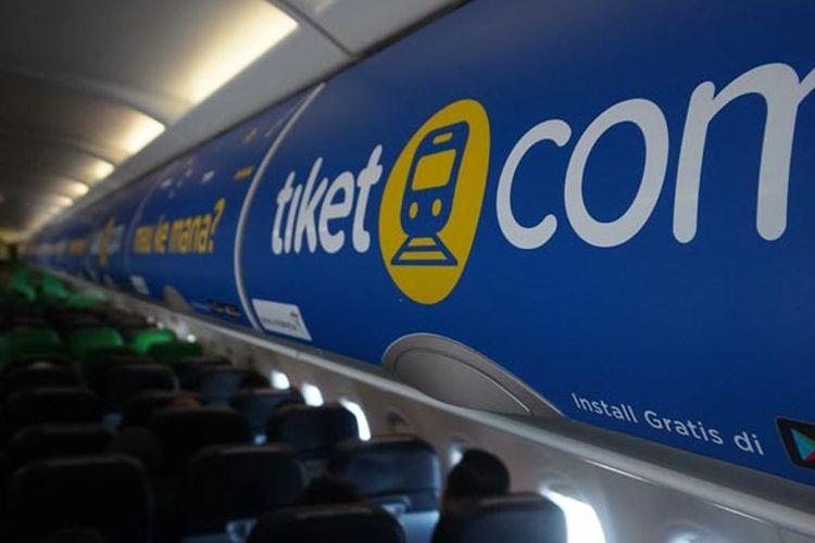 Interior bagasi kabin pesawat Citilink dengan logo tiket.com di Bandara Soekarno-Hatta, Jumat (27/7/2018).