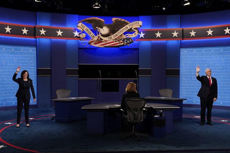 Kandidat calon wakil presiden dari Partai Demokrat, Senator Kamala Harris, melambaikan tangan jelang debat dengan petahana wakil presiden MIke Pence di Kingsburry Hall di Salt Lake City, Utah, pada 7 Oktober 2020.
