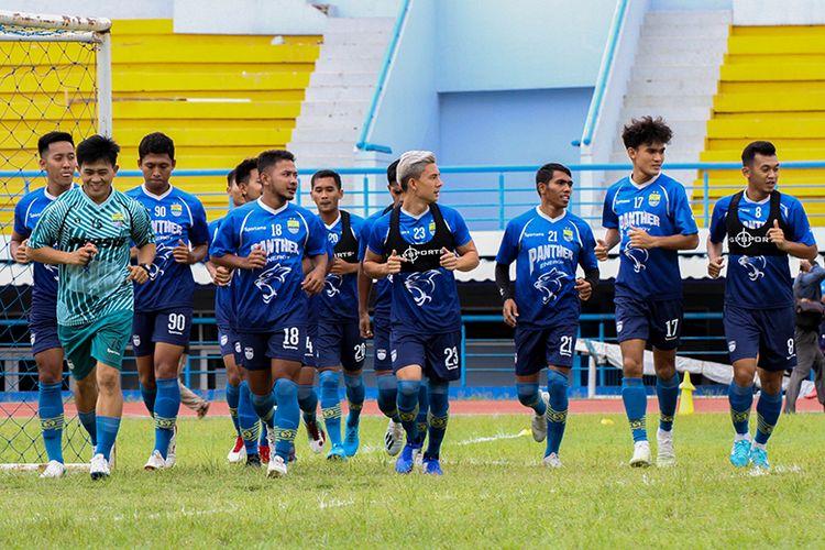 Para pemain Persib Bandung melakoni latihan sebagai persiapan menghadapi Asia Challenge 2020, di Stadion Arcamanik, Kota Bandung.
