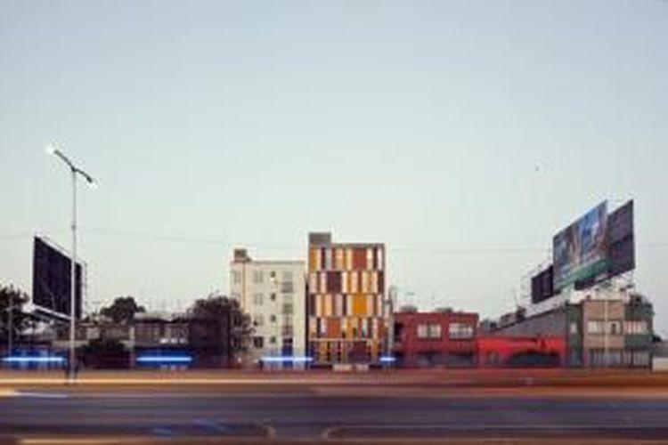 Hunian mikro ini merupakan potret kegagalan kota beradaptasi dengan kebutuhan warganya.