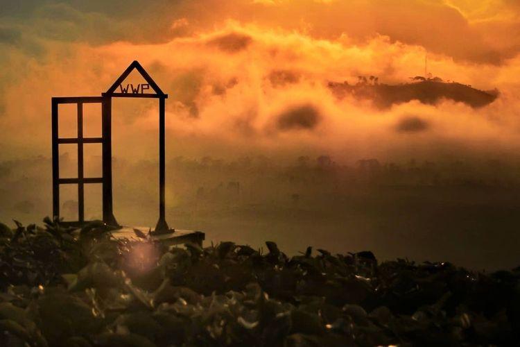 Pemandangan sunset di Wayang Windu Panenjoan