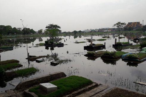 Saat Banjir Rendam Ribuan Makam di Semper, Jakarta Utara