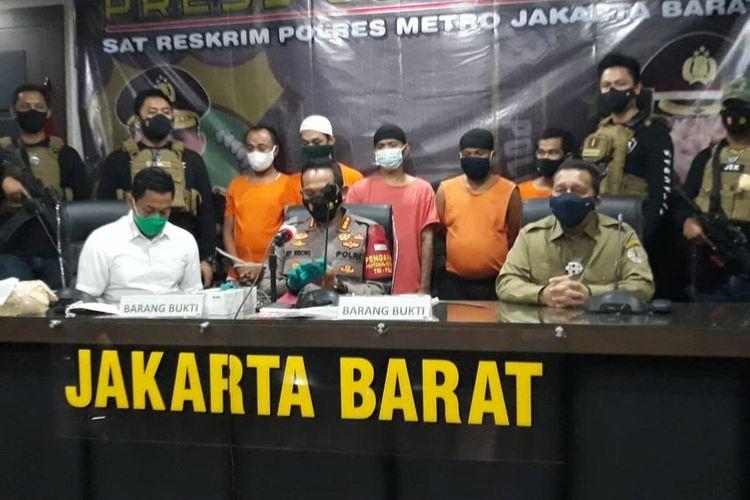 Konferensi pers pengungkapan pelaku begal sepeda di Mapolres Jakarta Barat, Kamis (28/1/2021).