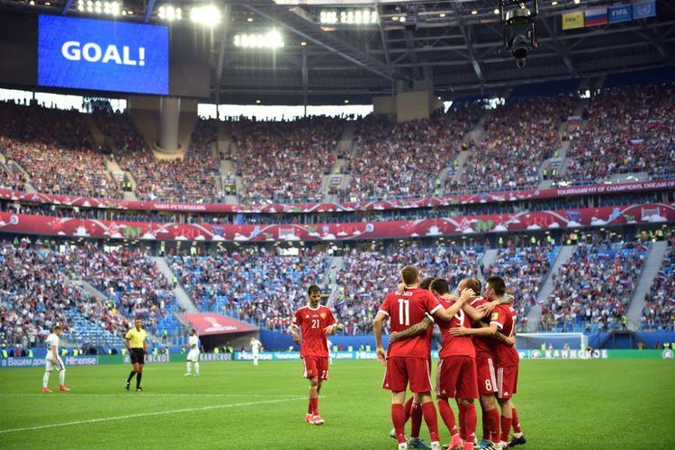 Para pemain merayakan gol ke gawang Selandia Baru pada partai pembukaan Piala Konfederasi 2017 di Stadion Krestovskyi, Sabtu (17/6/2017).