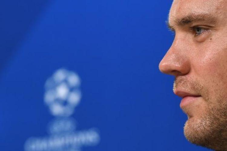 Kiper Bayern Muenchen, Manuel Neuer, memberikan keterangan kepada media pada 14 Februari, atau sehari jelang pertandingan pertama babak 16 besar Liga Champions melawan Arsenal.