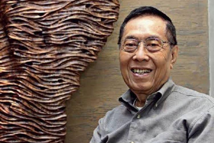 Sastrawan sekaligus Guru Besar Fakultas Bahasa dan Seni Universitas Negeri Surabaya, Prof. Dr. Budi Darma, MA.