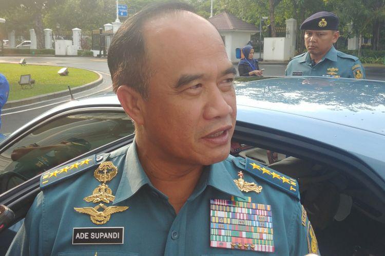 Kepala Staf Angkatan Laut (KSAL) Laksamana TNI Ade Supandi menemui Presiden Joko Widodo di Komplek Istana Kepresidenan, Jakarta, Kamis (19/4/2018).