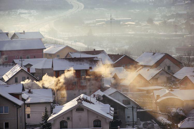 Ilustrasi polusi udara memperburuk Covid-19. Pasien Covid-19 yang tinggal di lingkungan udara kotor lebih mungkin mendapat perawatan intensif dan membutuhkan alat bantu pernapasan. Polusi udara dapat merusak sistem kekebalan tubuh.