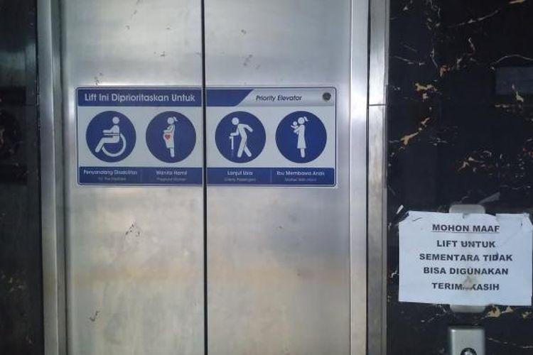Lift di Stasiun Parung Panjang sudah dua bulan terakhir mengalami kerusakan.
