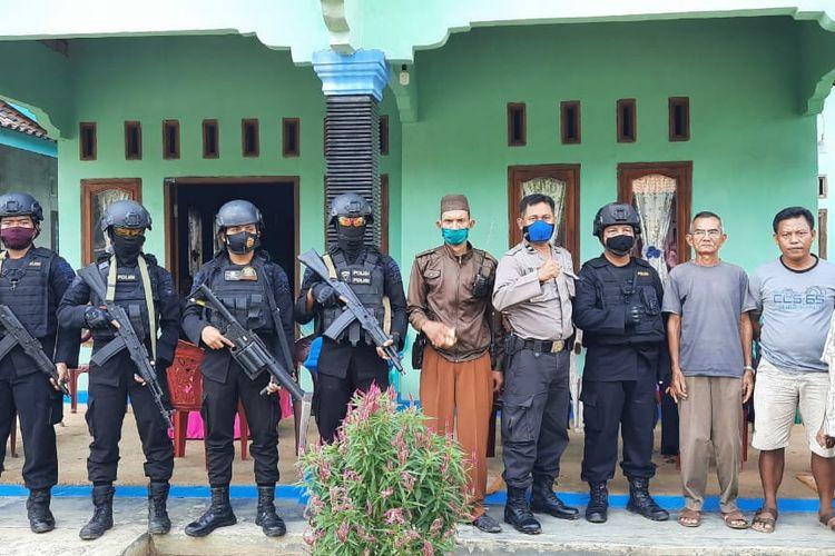 Pasukan Brimob Polda Lampung diterjunkan ke Lampung Utara untuk antisipasi perang antarkampung. (FOTO: Dok. Brimob Polda Lampung)