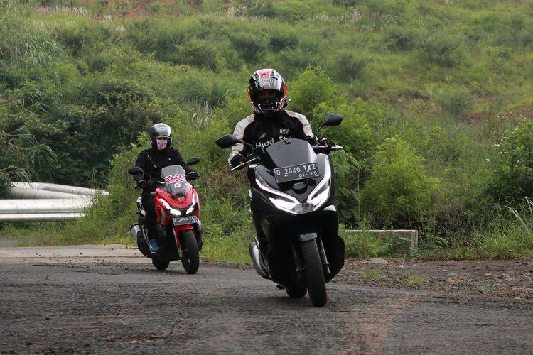 Ilustrasi touring menggunakan sepeda motor