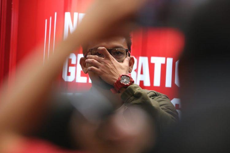 Denny Sumargo dengan salah satu jam G-Shock koleksinya, GA700, yang dipakai dalam acara peluncuran G-Shock x Carbon di Jakarta, Kamis (4/4/2019).
