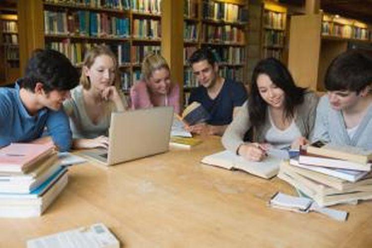Menuntut ilmu di luar negeri bukan saja untuk mendapatkan ilmu secara kognitif (academic skills). Lebih dari itu, mereka mengingingkan ilmu dan ketrampilan bersifat afektif dan psikomotorik, misalnya critical thinking, problem solving, communication, collaboration dan creativity/invention yang justru sangat dibutuhkan dalam persaingan global.