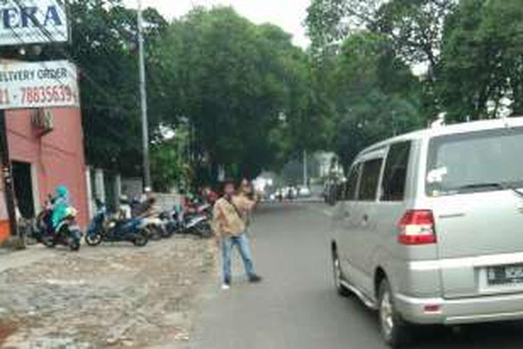Seorang calo sidang tilang di Pengadilan Negeri Jakarta Selatan, Jumat (27/5/16).