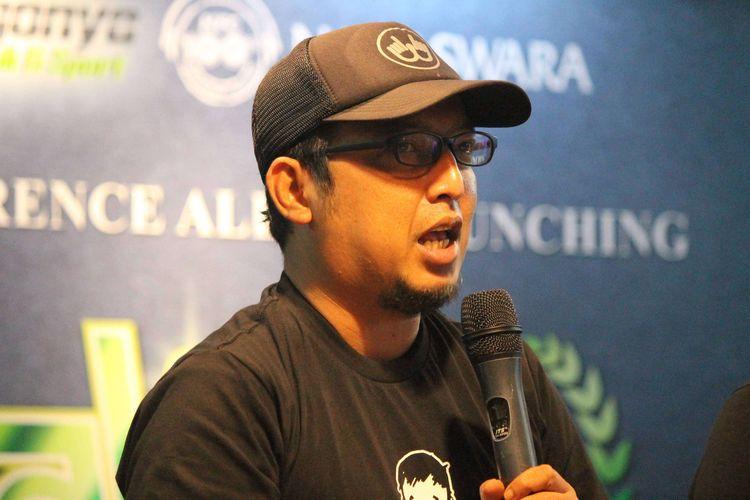 Apoy gitaris Band Wali saat press conference album launching WALI 20.20 di KFC Mall Artha Gading, Jakarta, Kamis (12/3/2020).