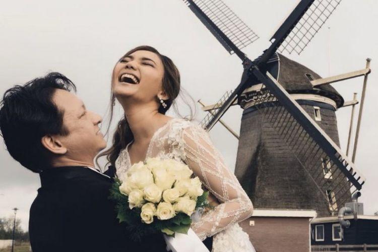 Rina Nose dan Josscy Aartsen menikah di Lelystad, Belanda, pada 22 Oktober 2019.