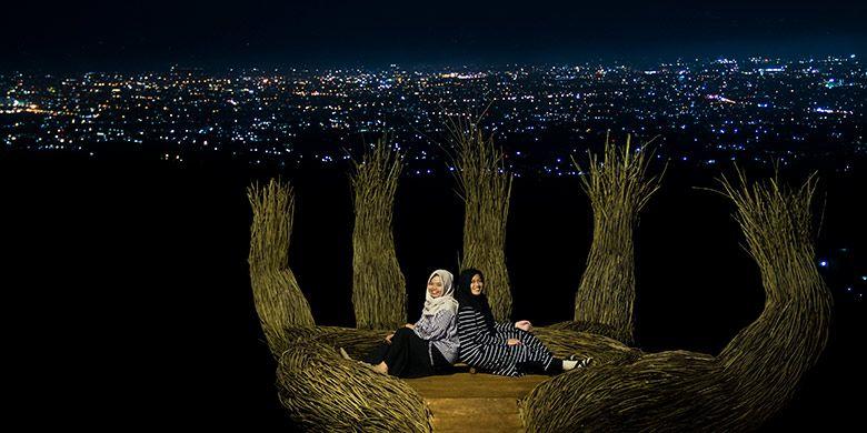 Salah satu spot foto favorit wisatawan di Pinus Pengger, Yogyakarta.