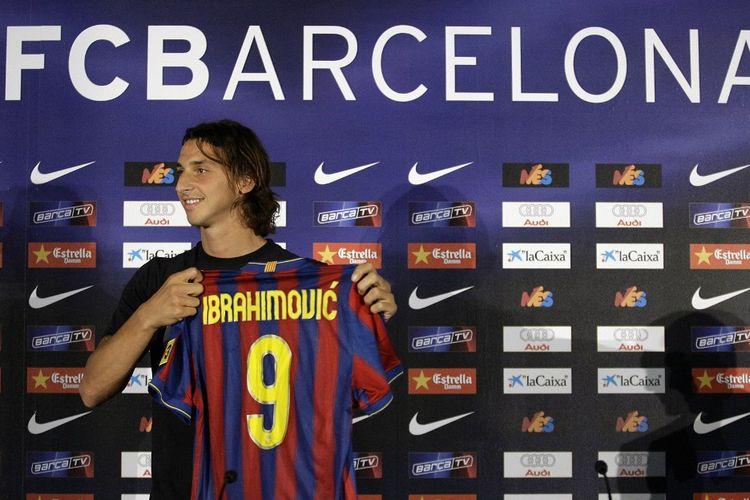 Zlatan Ibrahimovic saat diperkenalkan sebagai pemain Barcelona pada 27 Juli 2009.