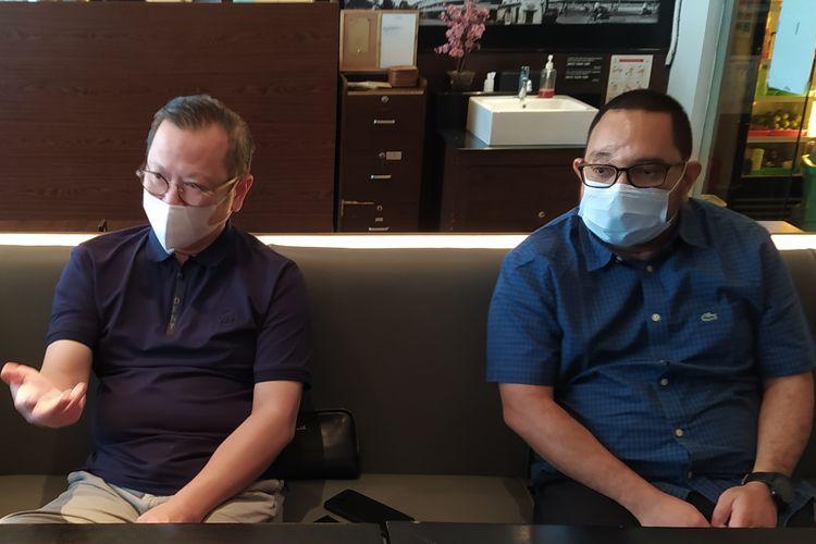 Direktur Finansial PS Sleman Andhy Wardhana (kiri) dan Direktur Utama PS Sleman Marco Gracia Paulo (kanan) pada Rabu (3/3/2021) di Jakarta.  PS Sleman menyiapkan diri untuk Turnamen Piala Menpora 2021 dan berharap Liga Indonesia bergulir kembali tahun ini.
