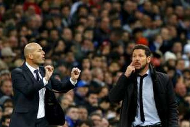 Pelatih Real Madrid, Zinedine Zidane (kiri), akan kembali berhadapan dengan pelatih Atletico Madrid, Diego Simeone. Kali ini, keduanya akan berjumpa pada laga final Liga Champions 2015-2016.