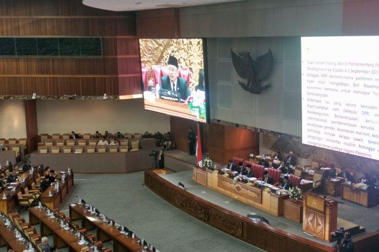 Rapat Paripurna ke-12 di Kompleks Parlemen, Senayan, Jakarta, Senin (30/9/2019).