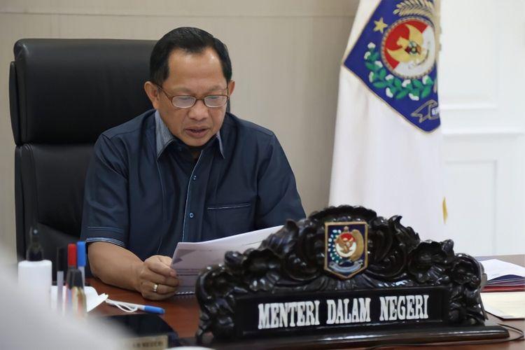 Menteri Dalam Negeri (Mendagri) Muhammad Tito Karnavian saat memberikan pengarahan langsung kepada kasatpol PP secara daring, Senin (19/7/2021).