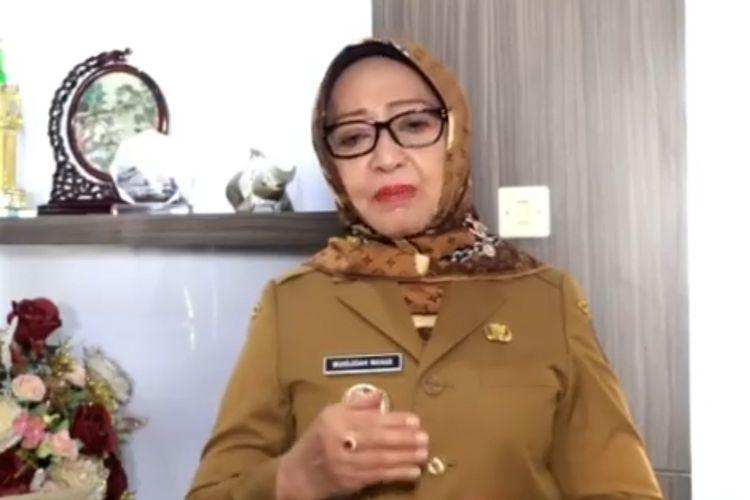Tangkapan layar video berisi tayangan Bupati Jombang Mundjidah Wahab, meminta warganya tidak bepergian ke daerah dengan status zona merah dalam peta perkembangan Covid-19.