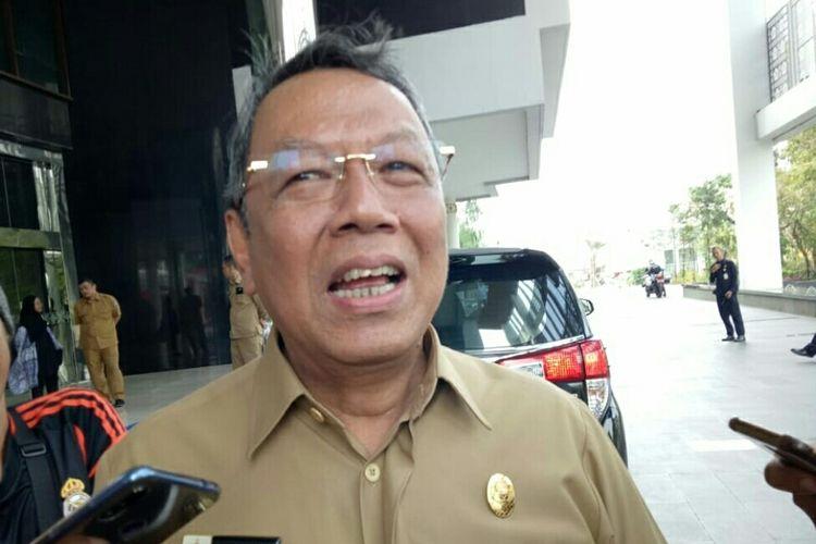 Wakil wali kota Tangerang Selatan Benyamin Davnie salah tingkah setelah Wali Kota Tangsel Airin Rachmi Diany menitipkan taman kakak aurel untuk dijaga semasa melepas habis menjabat pada tahun 2020 mendatang