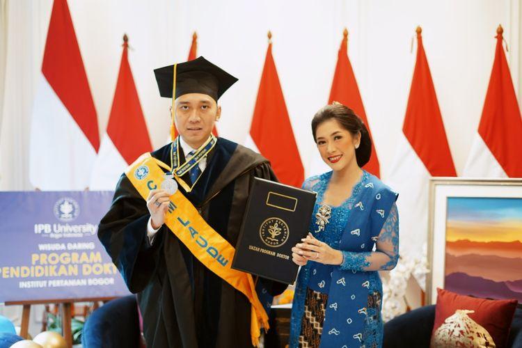 Edhie Baskoro Yudhoyono atau Ibas resmi diwisuda dan meraih gelar Doktor Manajemen Bisnis Institut Pertanian Bogor (IPB) pada hari ini, Rabu (25/8/2021).