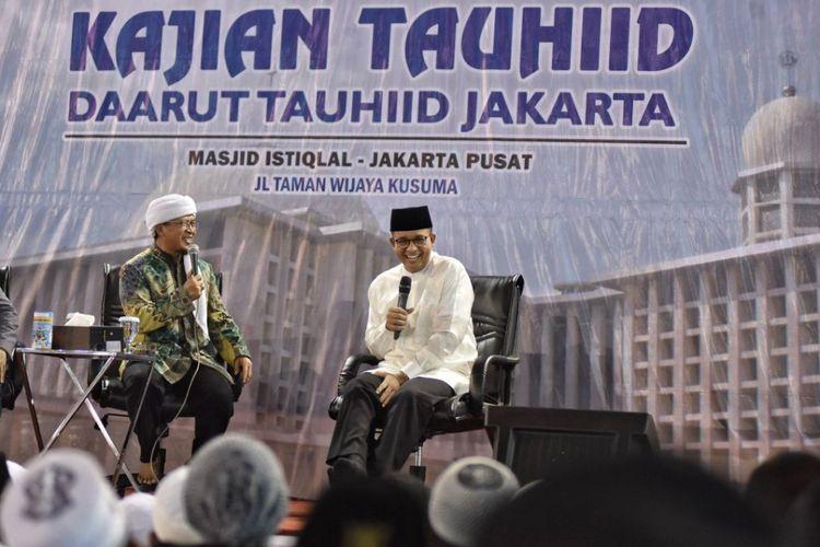 Anies Baswedan dan Aa Gym berada satu oanggung di acara yang diselenggarakan Yayasan Daarut Tauhid Jakarta di Masjid Istiqlal Minggu (14/1/2018)