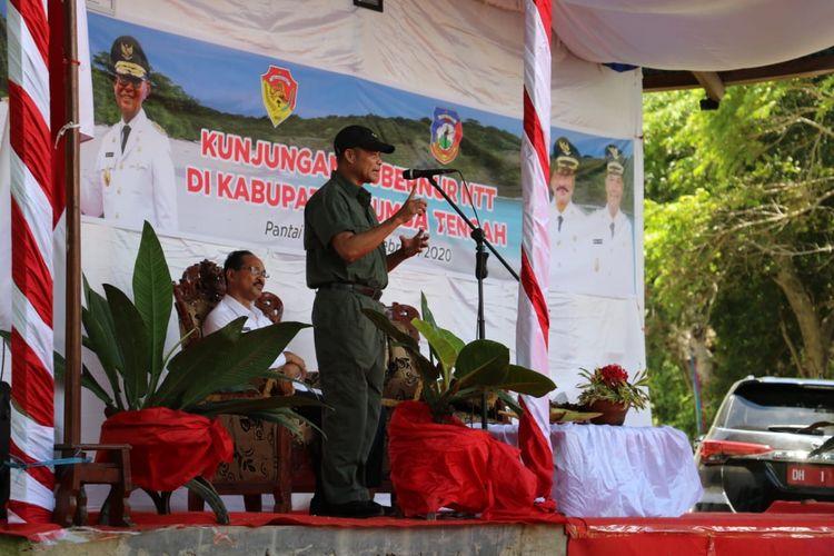 Gubernur Nusa Tenggara Timur (NTT) Viktor Bungtilu Laiskodat, saat berada di Kabupaten Sumba Tengah, NTT