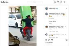 Cerita di Balik Video Viral Pengendara Bawa Kulkas Sambil Naik Motor