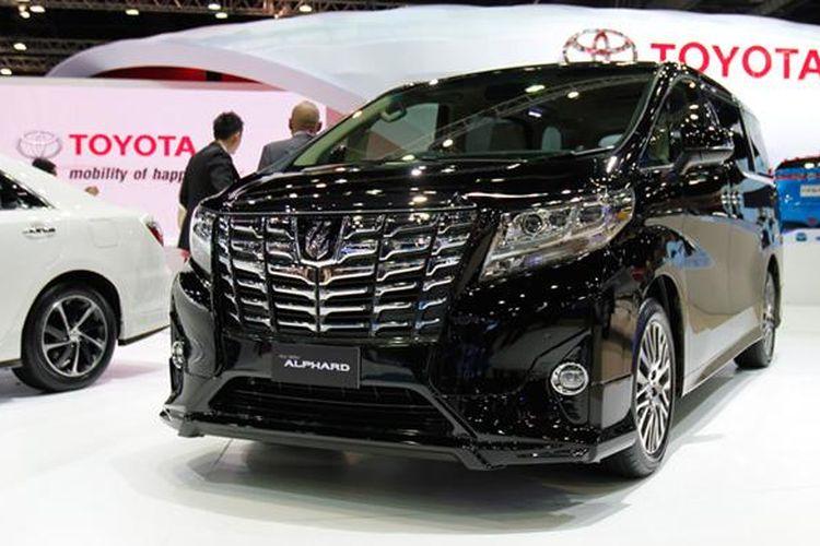 Toyota Alphard terbaru dengan gril besar debut ASEAN di Bangkok Motor Show 2015.
