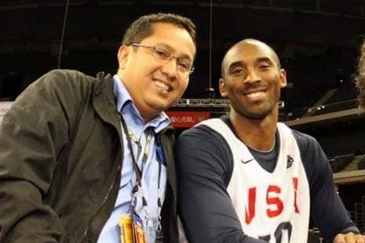 Wartawan olahraga senior, Eko Widodo, beserta Kobe Bryant pada salah satu liputan bersama Tabloid BOLA. Eko Widodo meninggal dunia pada Selasa (18/11/2020) sore hari WIB.