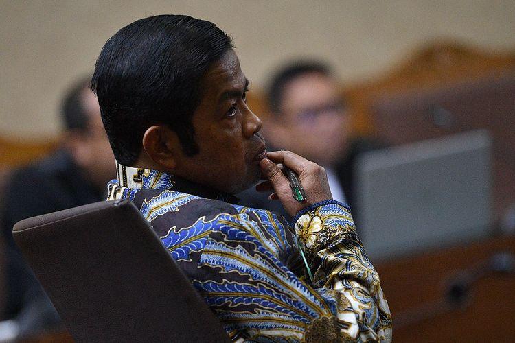 Terdakwa kasus dugaan suap proyek PLTU Riau-1 Idrus Marham menjalani sidang putusan di Pengadilan Tipikor, Jakarta Pusat, Selasa (23/4/2019). ANTARA FOTO/Sigid Kurniawan/hp.