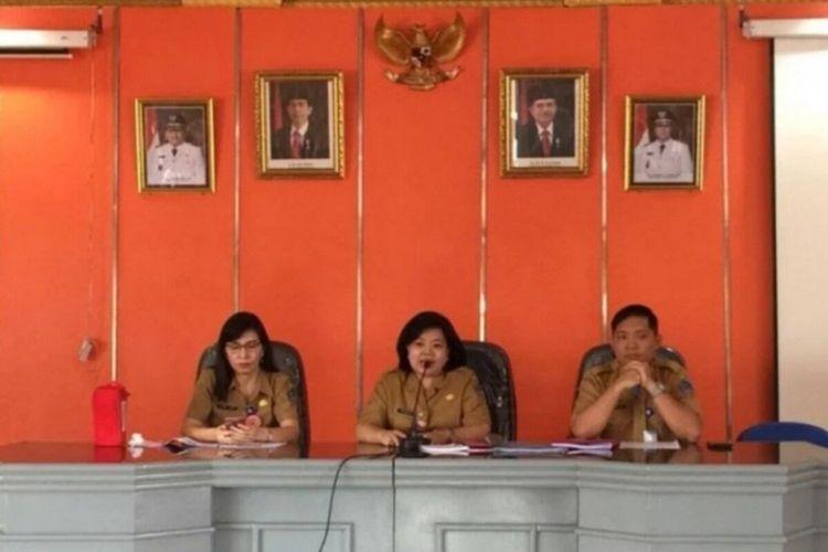 Kepala Dinas Kesehatan Daerah Provinsi Sulut Debie Kalalo didampingi jajarannya saat memberikan penjelasan, Selasa (08/01/2019) lalu.
