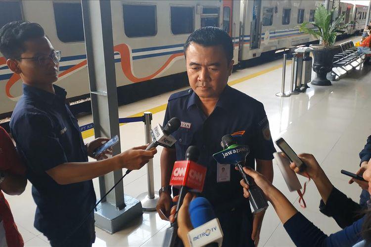 Dadan Rusdiansyah saat berbicara kepada awak media di Stasiun Pasar Senen, Jakarta Pusat, Sabtu (8/6/2019).
